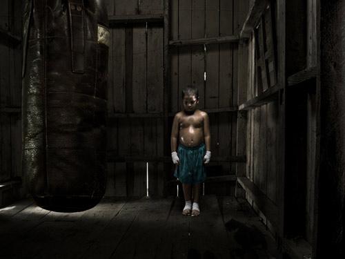 Claudio_Napolitano_fighting-in-the-dark.jpg