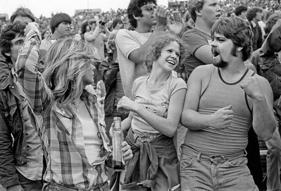 Joseph-Szabo-Feeling-the-music,-1978.jpg