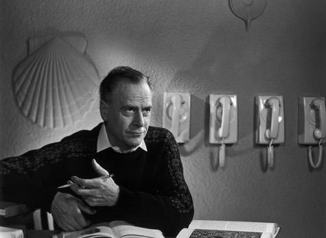 Karsh_McLuhan_Marshall_1974.jpg