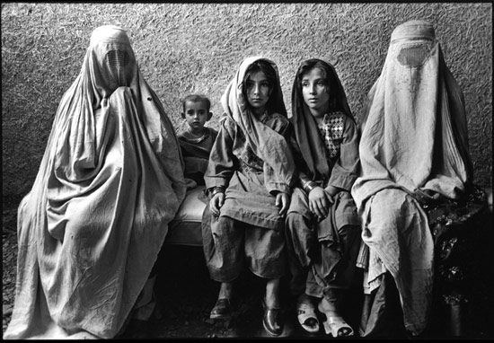Marissa_Roth_Afghan-Refugee-Women-and-Children_02.jpg
