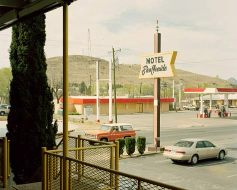 Walker_Pickering_motel-bien-venido.jpg