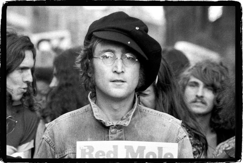 John Lennon, London, 1975 © Rowland Scherman