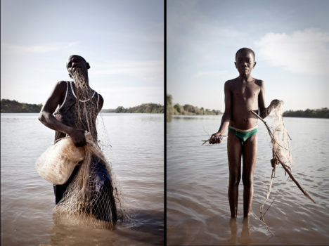 L: Alkalo of Karantaba preparing his fishing net.