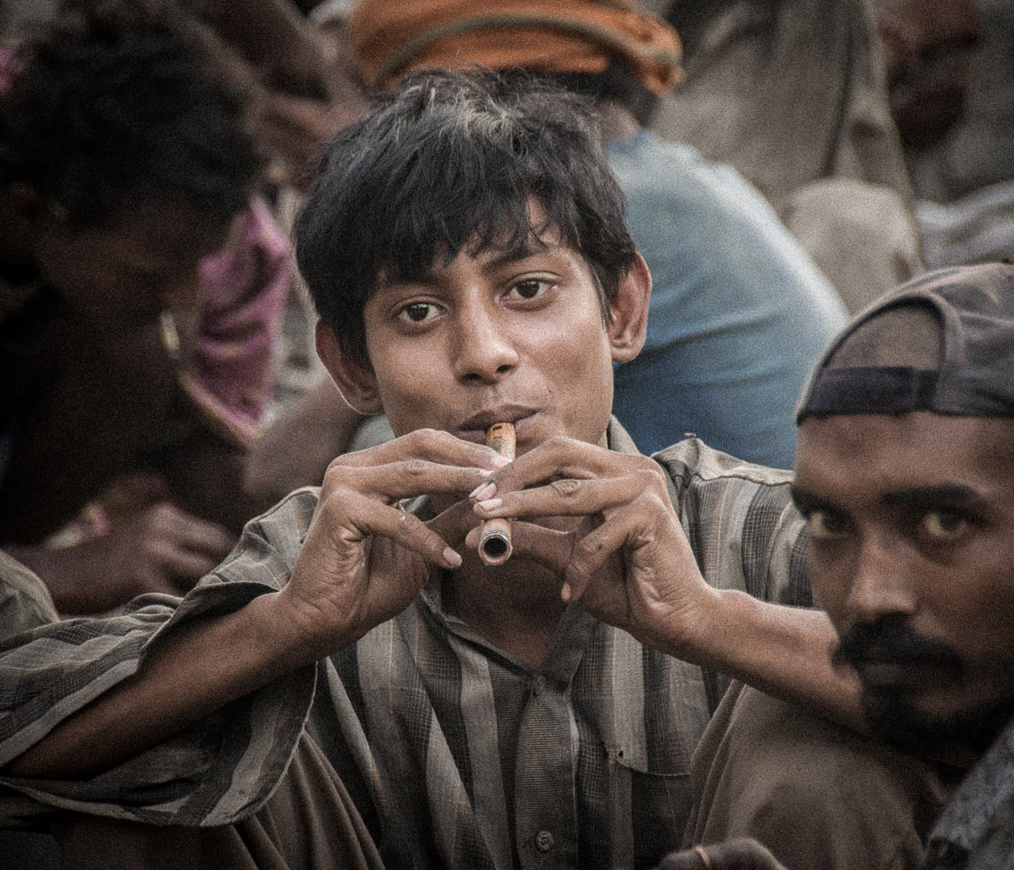 """""""Half the addicts encountered are children. Their days are spent in the nearby railway area of the Wazirabad cargo depot. Moreover, their addiction continues well into adulthood."""""""
